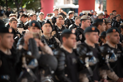 Members of the Prefectura Naval Argentina stand at Puente Pueyrredón during a protest in Buenos Aires, Argentina on March 20, 2019. | Colin Boyle/Infobae
