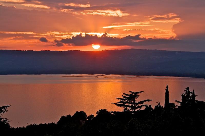 lago bolsena sunset