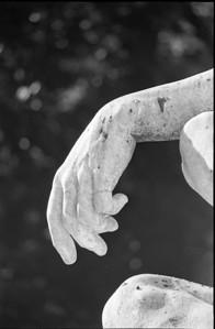 ny hand statue