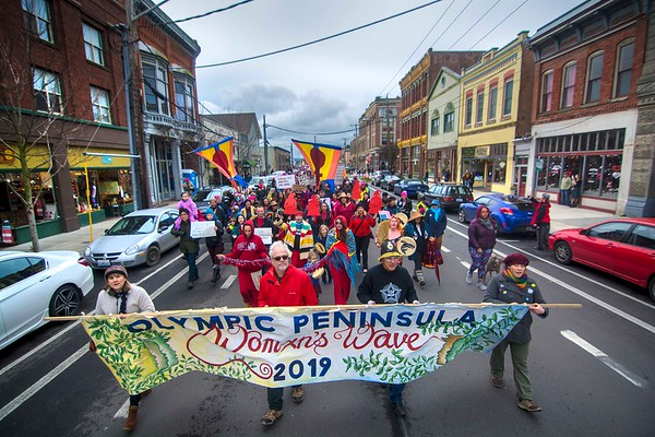 An estimated 1,000 people march down Water Street in Port Townsend during the third annual Olympic Peninsula Womxn's Wave on Jan. 20, 2019. (Jesse Major/Peninsula Daily News)