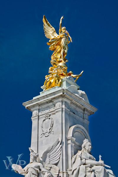London: Queen Victoria Memorial Statue