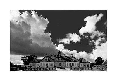 18 Sunshine over Gammel Holtegaard - 53x73,5cm photoprint with black frame and plexiglass