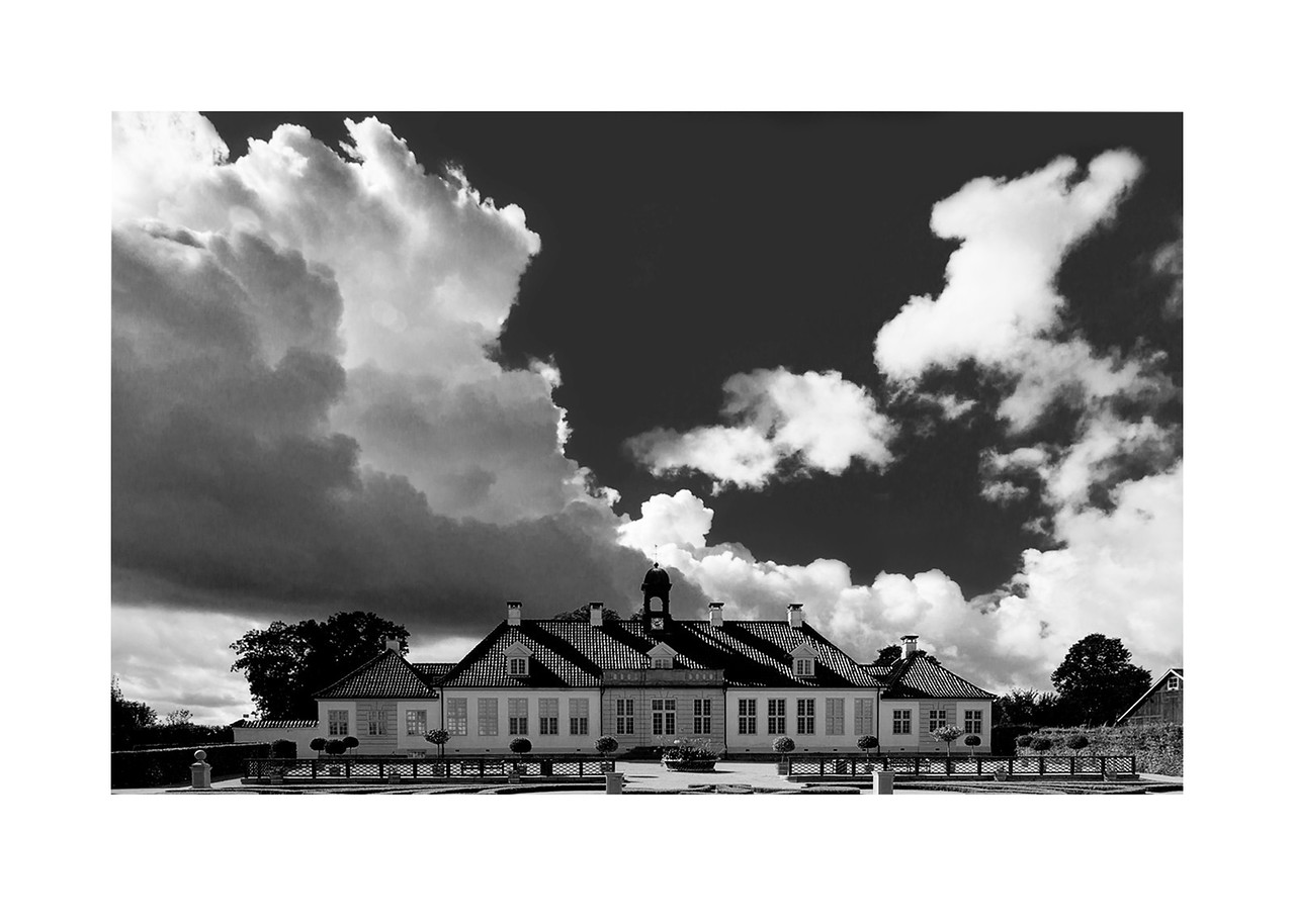 12 Sunshine over Gammel Holtegaard - 53x73,5cm photoprint with black frame and plexiglass