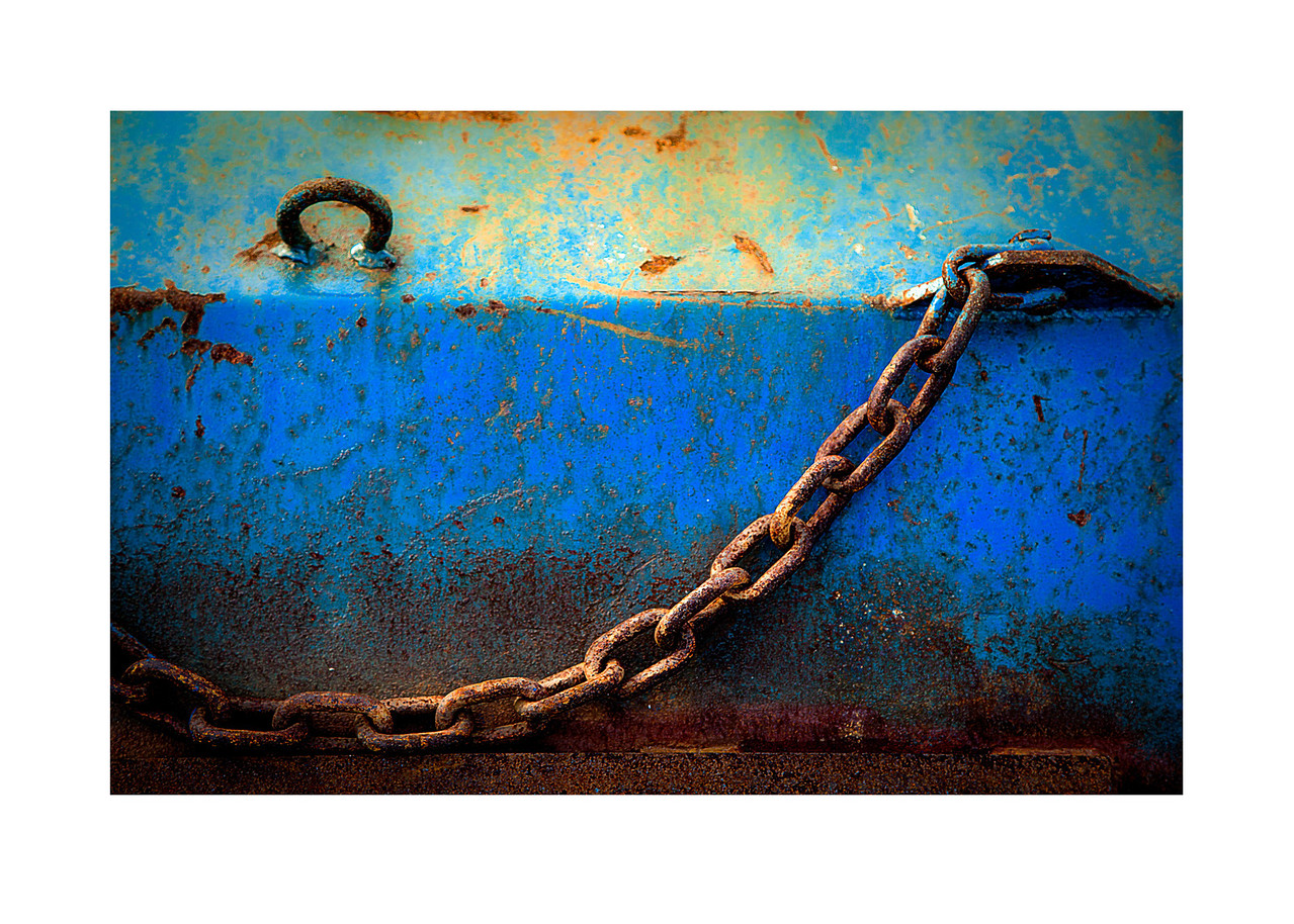 07 blue trawl door with chain - 53x75cm photoprint with black frame and plexiglass