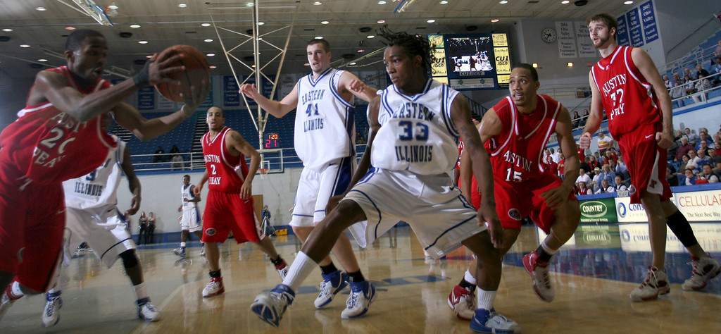 EIU men's basketball team during a game against Austin Peay at Eastern Illinois' Lantz arena in Charleston, Illinois on January 6, 2007.  (Jay Grabiec)