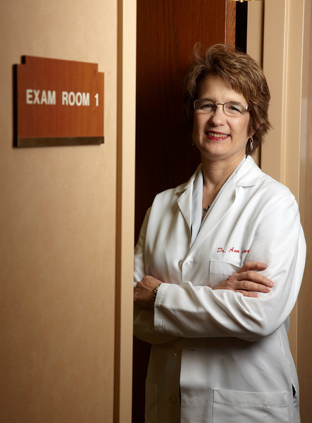 Edina, MN - JobNo_826 - 0510 May 2010 - MNMO Minnesota Monthly: Dr Ann Lowry- Colon & Rectal Surgery Associates : Environmental portrait of doctor, horizontal and vertical options. Date: Friday March 19, 2010 Photo by © GMG/Todd Buchanan 2010 Technical Questions: tbuchanan@greenspring.com; Phone: 612-226-5154. Keywords:  - Folder: MNMO_0510_826_Top_Docs_Portraits_2of5_Ann_Lowry