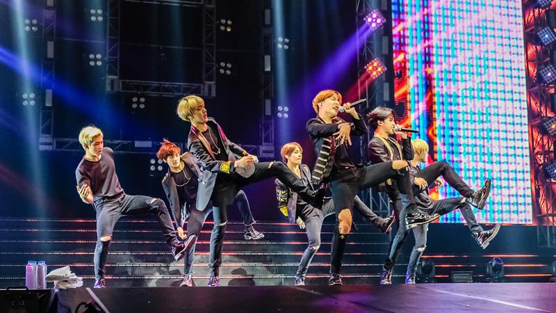 BTS, live in Manila...