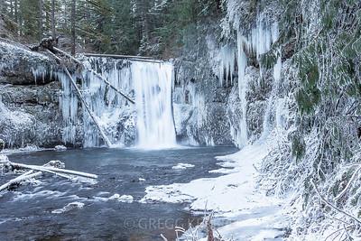 Frozen Upper North Falls