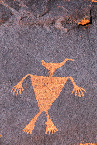 Vividly pecked Basketmaker 'duck-headed' figure petroglyph, Bears Ears National Monument and environs, San Juan County,  Utah