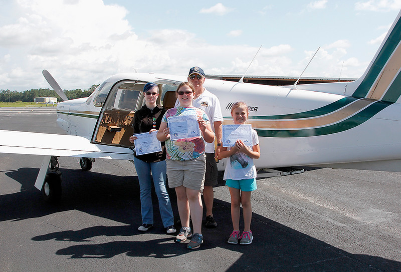 DON WHITING AND PASSENGERS WITH YOUNG EAGLES CERTIFICATES - PIPER LANCE II (2)