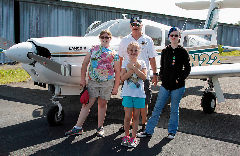 DON WHITING AND PASSENGERS - PIPER LANCE II (4)