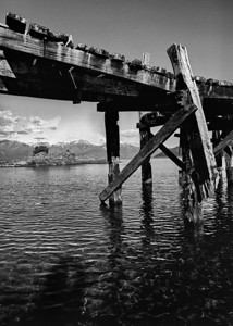 Sombra en el puente antiguo