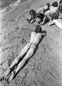 Cuerpos en la arena
