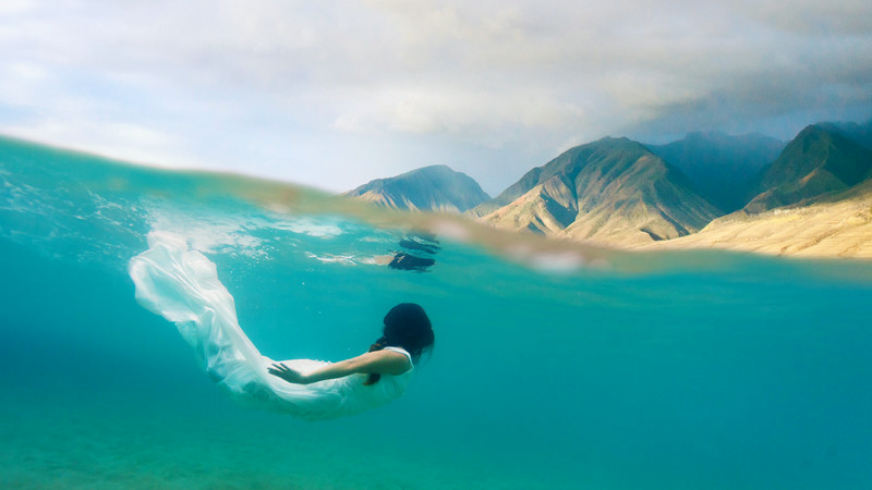 Underwater Trash The Dress Session in Maui Hawaii