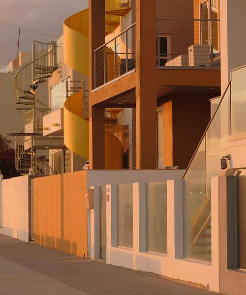 Curvy Architecture, the Strand