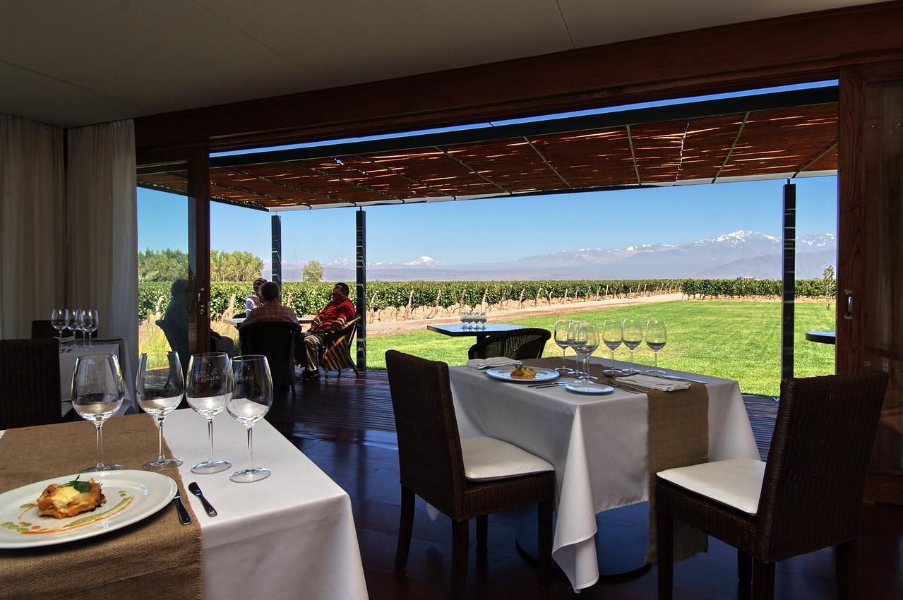 Restaurante gourmet junto a las viñas, Mendoza, Argentina