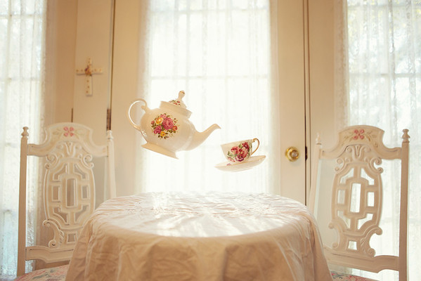 Floating_Teapots
