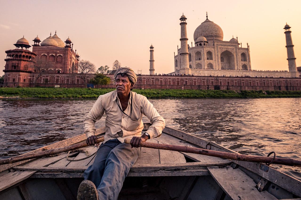 Boat ride on the Yamuna River, behind the Taj Mahal