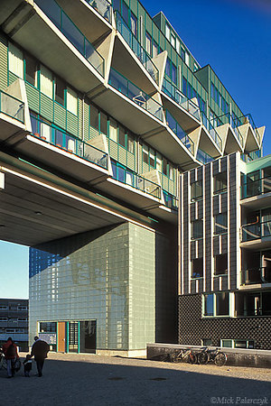"""[AMSTERDAM 20.839] Amsterdam, eastern docklands: housing project """"Hoop, Liefde & Fortuin"""" (2002) by architect Rudy Uytenhaak. Photo Mick Palarczyk."""