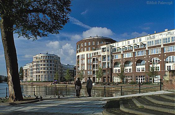 [AMSTERDAM 20.480]  Amsterdam: housing project Meander (2001). Architect: Krier & Kohl. Photo Mick Palarczyk.