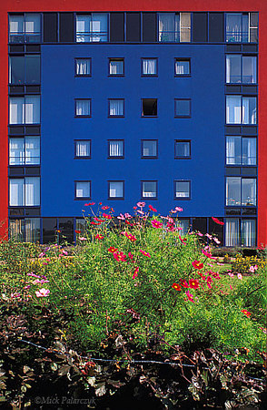 [AMERSFOORT 5789] 	 Amersfoort, housing in Kattenbroek  (1990-95). Castellum by architect  L.Heydenrijk Photo Mick Palarczyk.