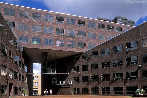 [AMSTERDAM 5429]	 Amsterdam, eastern docklands: housing block Pireaeus (1994) by architects H.Kollhoff and Ch. Rapp. Photo Mick Palarczyk.