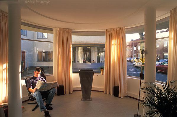 [HOEK VAN HOLLAND 00.5070] Hoek van Holland housing (1926) in 2de Scheepvaartstraat by architect Jan Oud. Photo Mick Palarczyk.
