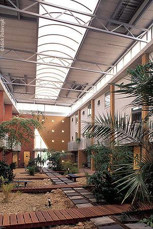 [AMERSFOORT 6007]  Amersfoort, housing in Kattenbroek  (1990-95). Wintertuin (winter garden) by architect Wytze Patijn. Photo Mick Palarczyk.