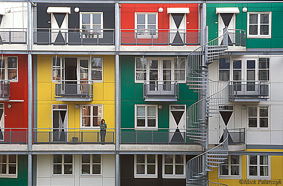 [AMSTERDAM 20.511]  Amsterdam: housing project Meander (2001). Architect: Krier & Kohl. Photo Mick Palarczyk.