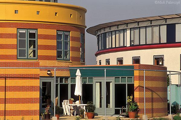 [AMERSFOORT 6046]  Amersfoort, housing in Kattenbroek  (1990-95) by architect Frans van de Seyp. Right: De Woontoren. Left: Tolhuis. Photo Mick Palarczyk.