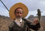 [YEMEN.NORTH 26488 'Farmer with plow.'  In the mountains near Al-Mahwit, a town 65 km west of Sana, a farmer carries a plow to his fields. Photo Mick Palarczyk.