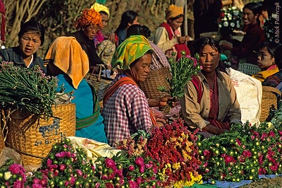[BURMA 24.777] 'Market of Kalaw.'	 Selling flowers on the market of Kalaw. Photo Mick Palarczyk.