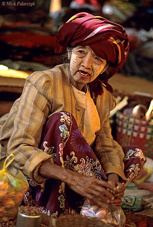 [BURMA 24.791] 'Market of Pindaya.'	 Old woman selling fruit and nuts on the market of Pindaya. Photo Mick Palarczyk.