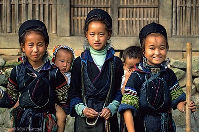 [VIETNAM.NORTH 21.440] 'Black H'mong girls.'	 East of Sapa, in Tavan village, these Black H'mong girls wear the traditional black circular hats of their tribe. Photo Mick Palarczyk