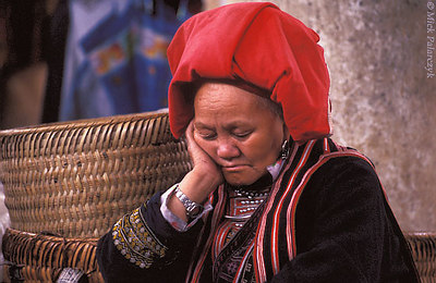 [VIETNAM.NORTH 21.428] 'Taking a nap.'	 A Red Dao woman has dozed off in the sewing atelier on the market of Sapa. Photo Mick Palarczyk
