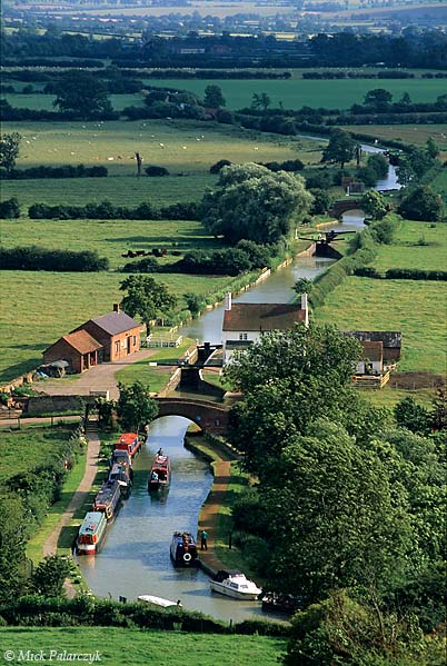 [BRITAIN.ENGMIDDLE 22.271] 'Bird's-eye view of Oxford Canal.'	 Near Napton on the Hill the Oxford Canal has a gently winding course through farmland. Photo Mick Palarczyk.