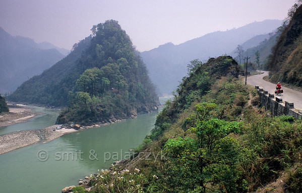 [NEPAL. 27626] Confluence  Confluence of Trisuli (right) and Seti (left) between Narayanghat and Mugling. Photo Paul Smit & Mick Palarczyk.