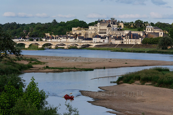 [FRANCE.LOIRE 10840] 'Amboise seen from secondary branch of Loire.'  A kayaker navigates a secondary branch of the Loire, just downstream of Amboise. Photo Paul Smit.