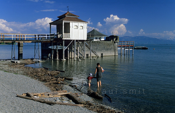 [GERMANY.BAYER 00695] 'Little 'Lederhose'.  Proudly stepping into the lake beside his mother, the little boy in his cute 'Lederhose' braves the early May water temperature of the Bodensee near Wasserburg. Photo Paul Smit.