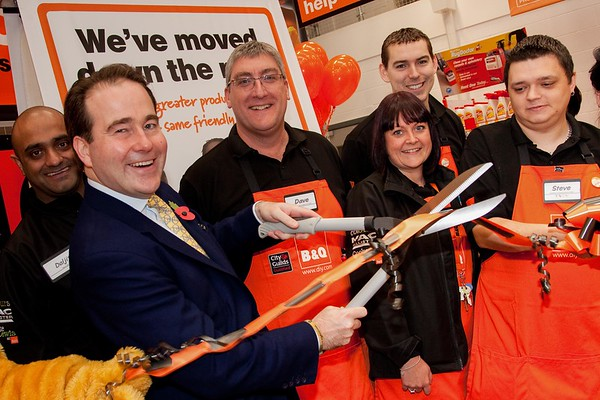 B&Q - 5 November 2011 - Official Openning - Daljit Ruprai, Tamworth MP Christopher Pincher, Store Manager Dave Beech, Fiona Kelly, James Shuttleworth and Steve Swoffer