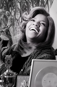 Gloria_Gaynor_at_Home_With_Awards