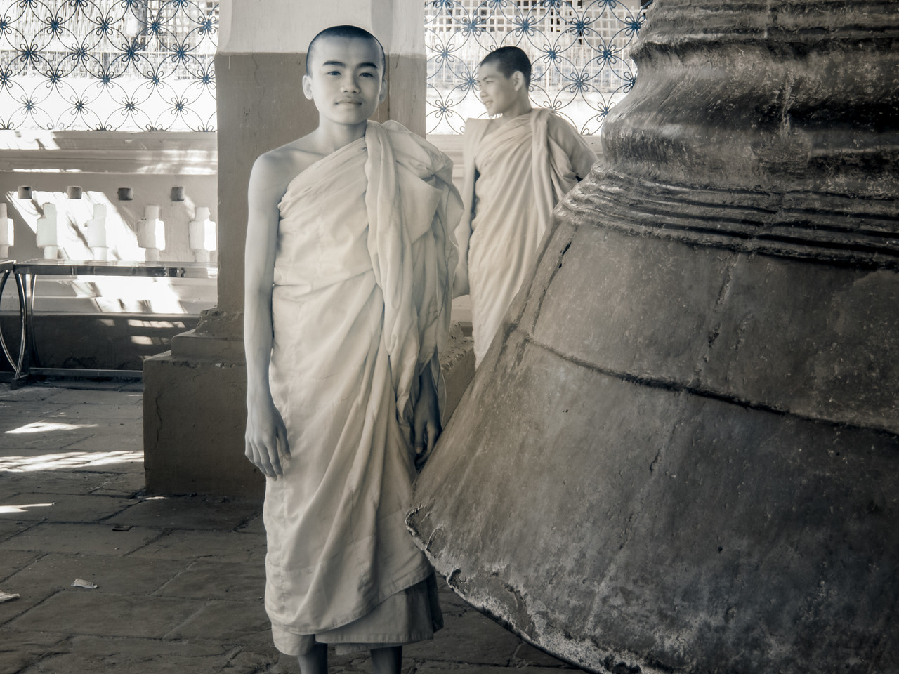 Young Monk and Mingun Bell