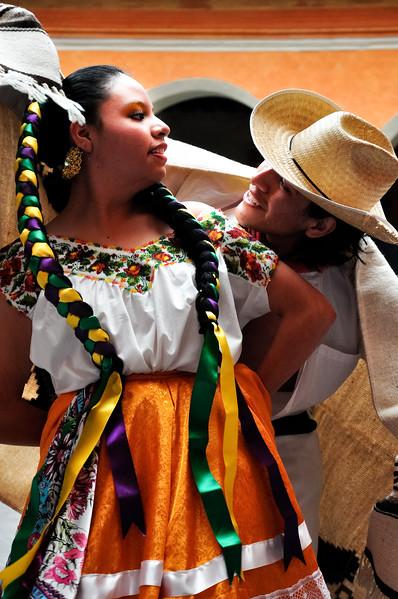 Jarabe Dancers