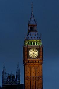 Snow falls on Big Ben