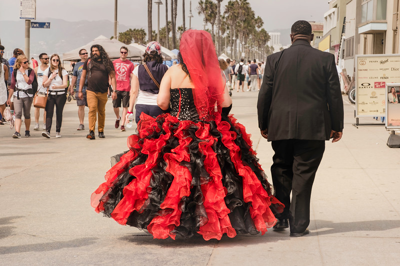 Venice B-Walk Couple