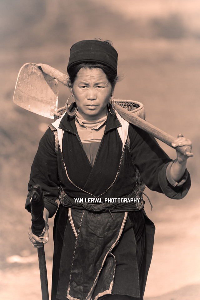 Black Hmong woman back from work, Sa Pa