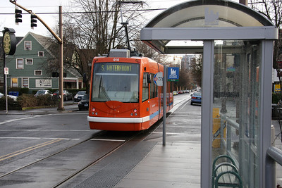 Portland Streetcar heading toward south waterfront from 21st and Lovejoy.