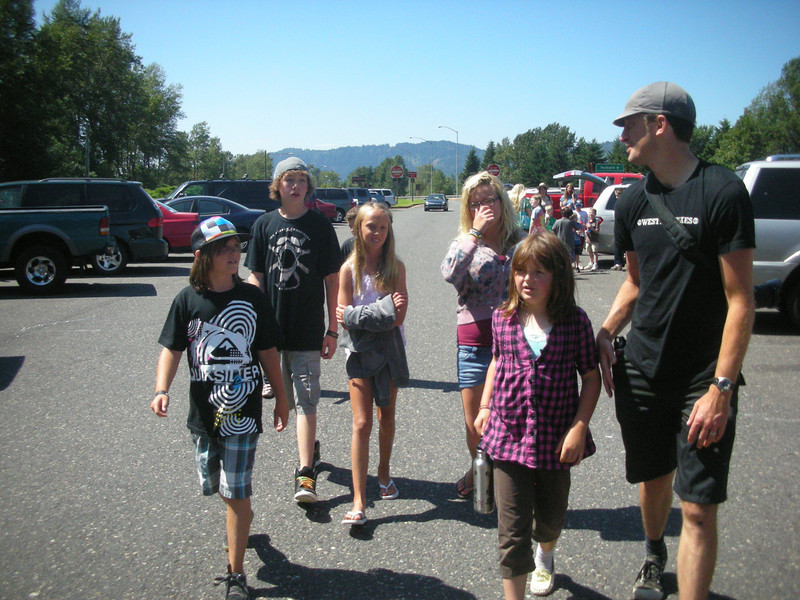 Caysen, David, Bailey, Jeff, Rachel, Eleni and Jon ready for a hike to the top.