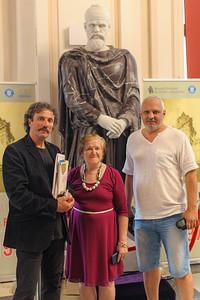 Marţi, 25 iunie 2019, ora 17:00, la Muzeul Naţional de Istorie a României a fost dezvelită cea mai mare sculptură în marmură a unui dac. Monumentul a fost realizat de Asociaţia Identitate Culturală Contemporană (AICC România)