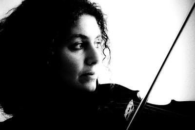 Biliana, violinist